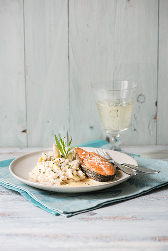 Asparagus risotto with salmon steak and tarragon