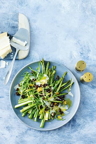 Sauteed asparagus with caramelised balsamic walnuts
