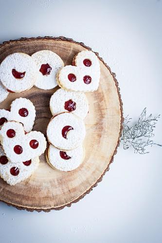Linzer Kekse gefüllt mit Johannisbeergelee