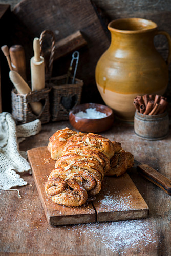 Sweet cinnamon bread with icing sugar