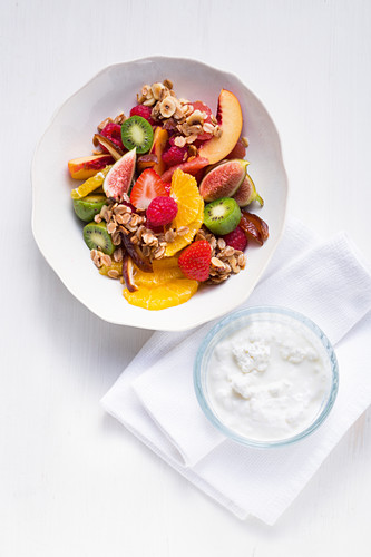 Colourful fruit salad with oats and nut brittle