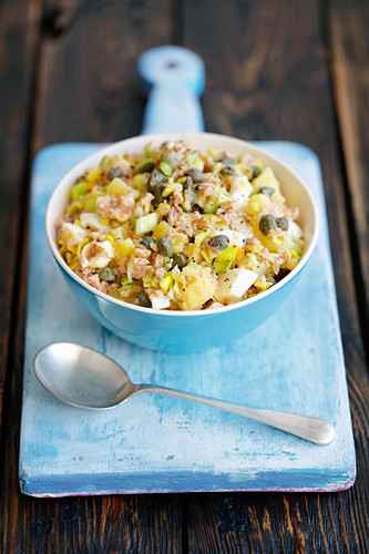Potato, tuna, egg and leek salad with capers