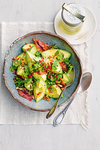 Avocado, prosciutto and pecan salad