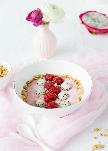 Raspberry and yoghurt bowl