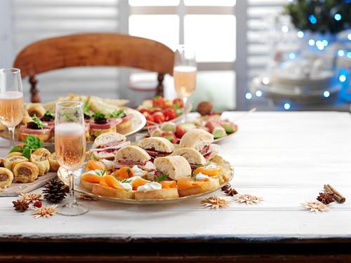 Weihnachtsbuffet mit Sekt