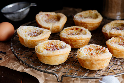 Pasteis de nata (Portugese puff pastry tartlets with custard)