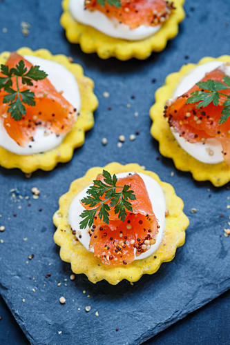 Marinated salmon with crème fraîche on homemade crackers