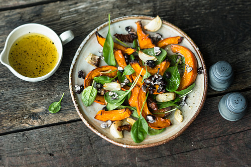 Pumpkin salad with popped black beans and baby spinach