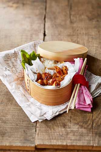 Teriyaki chicken with rice and mangetout (Asia)