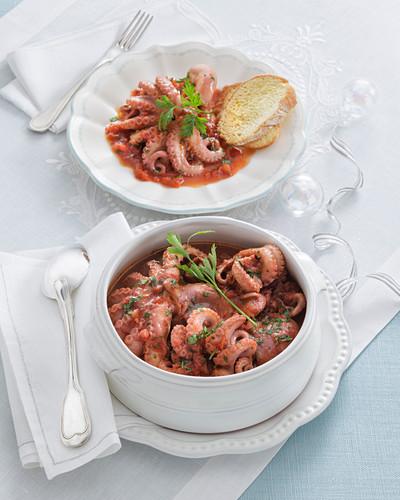 Baby-Oktopus in Pignatello-Tomatensauce (Amalfiküste, Italien)