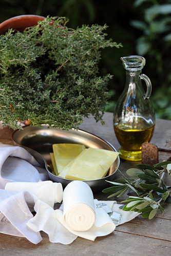 An oil extract for athletes made from olive oil, camomile, arnica, rosemary and thyme