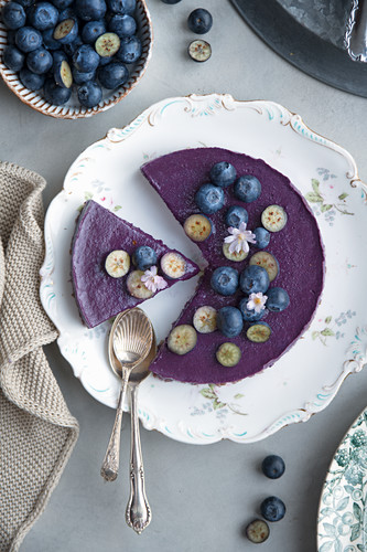 Vegan blueberry smoothie cake