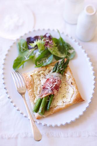 Prosciutto and asparagus puffs