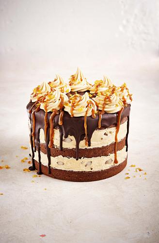 Caramel cake with chocolate sauce