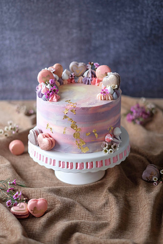 A berry cake with white chocolate and macaroons
