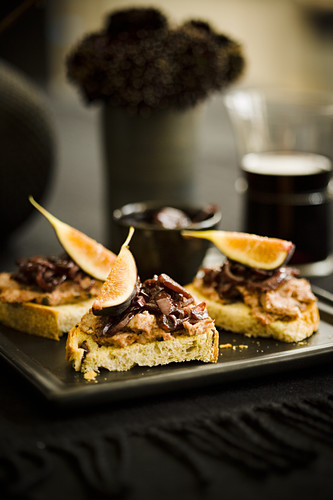 Bruchetta with figs, pate and sherry boiled shallots