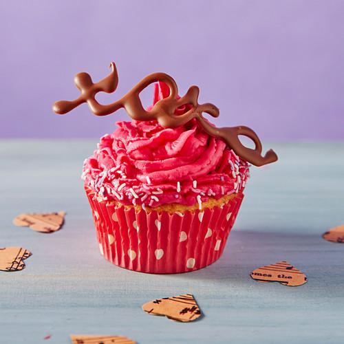 Hugs and kisses cupcake