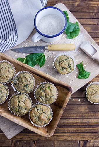Spicy spinach oat muffins