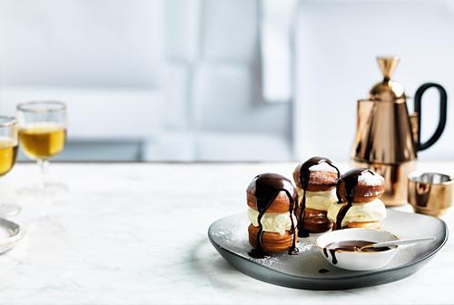 ice-cream beignet sandwiches with chocolate sauce
