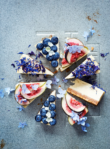 Cheesecake with fresh berries and figs