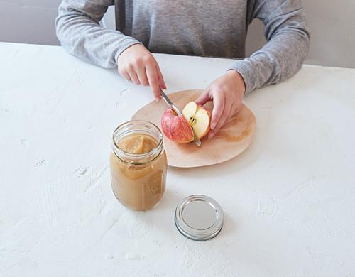 Sugar-free vegan apple sauce being made