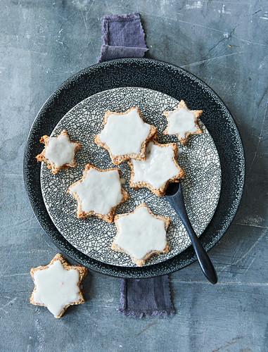 Sugar-free vegan cinnamon stars with coconut glaze