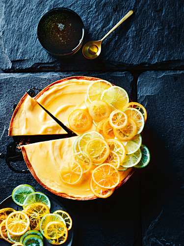 Gin Tonic Tarte mit kandierten Zitrusfruchtscheiben