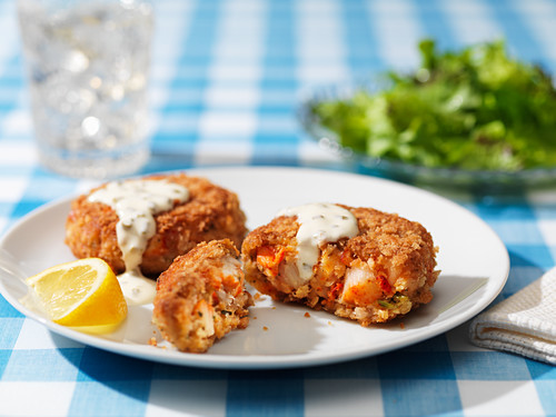 Lobster cakes with tartar sauce