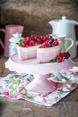 Berry cheesecake made from cottage cheese