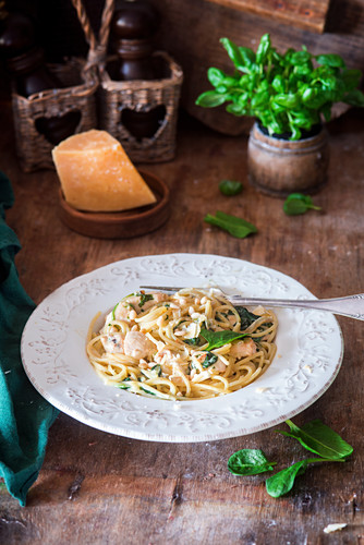 Pasta with creamy spinach and chicken