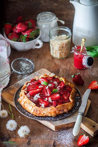 Stawberry pie with almonds