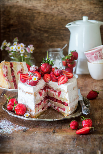 Strawberry and mascarpone cake