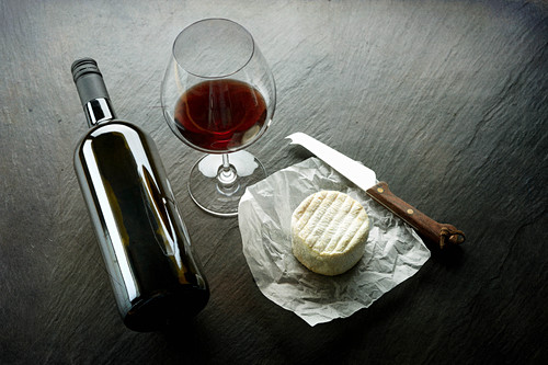 Soft cheese, a cheese knife and red wine