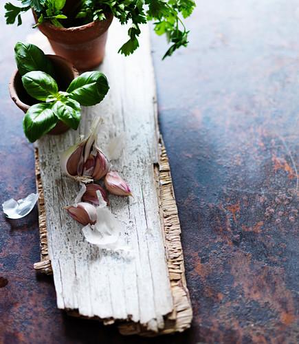 Knoblauch und Basilikum