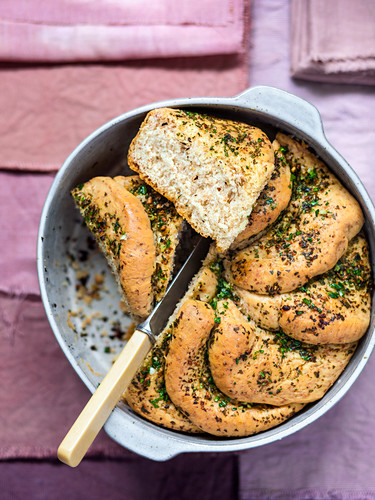 Pane all'aglio (garlic bread with thyme, Italy)