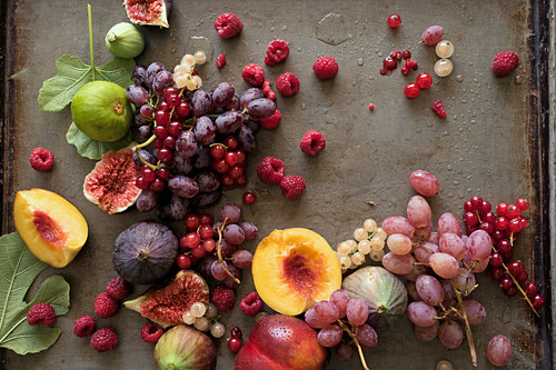 An arrangement of fruit (berries, grapes, figs and peaches)