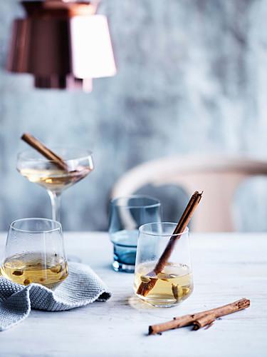 Glogg (Scandinavian mulled wine) with elderflower juice and white wine