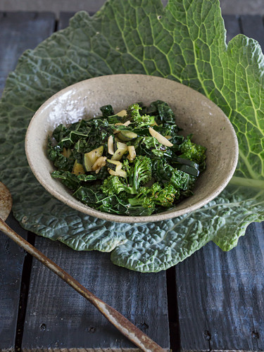 Warm Savoy cabbage-zucchini-broccoli salad with balsamic vinegar