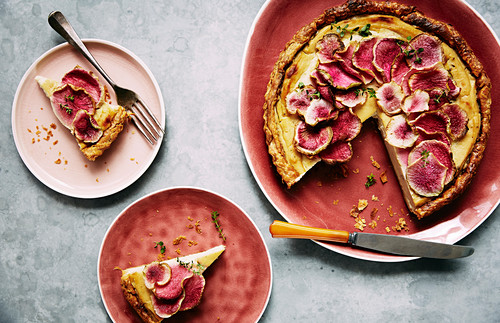 Creamed roasted cauliflower and fennel tart with watermelon raddish slices on top
