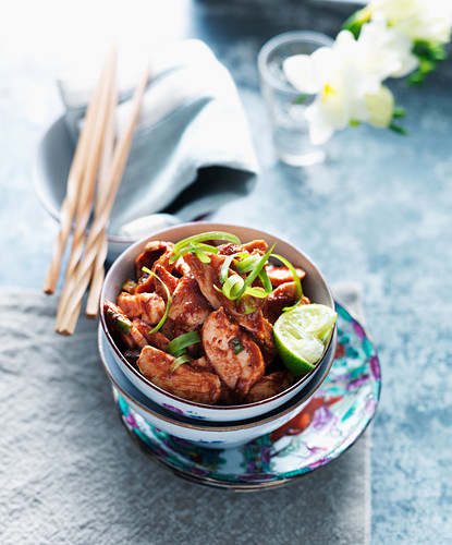 Sweet and sour chicken with lime and spring onions (Asia)