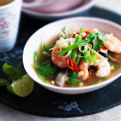 Shrimp soup with chili, coriander and lemongrass (Thailand)