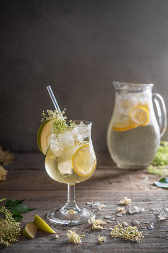 Elderflower cordial with lemon and apple slices on ice