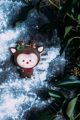 Gingerbread cookie and animal with green leaves- Christmas