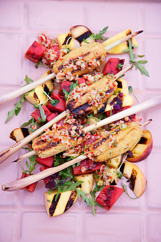 Poultry and lemongrass skewers with grilled fruit salad