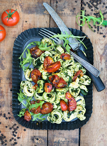 Tortellini with ricotta filling, rocket, spinach and tomatoes