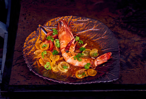 King prawns with tomato salad