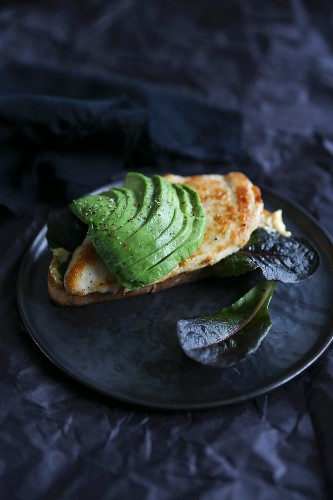 A chicken breast and avocado sandwich
