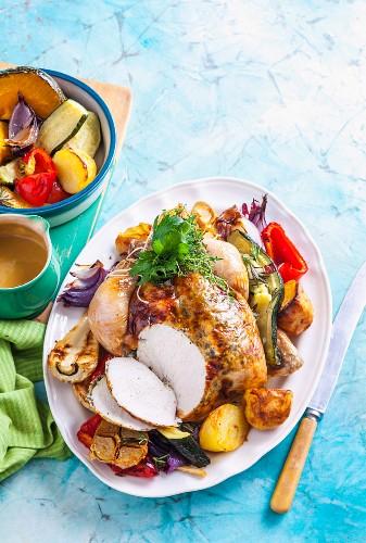 Brathähnchen mit Ofengemüse und Bratensauce
