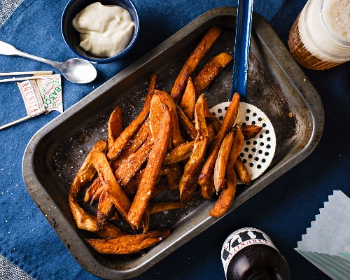 Sweet potato chips with mayonnaise and beer (Brazil)
