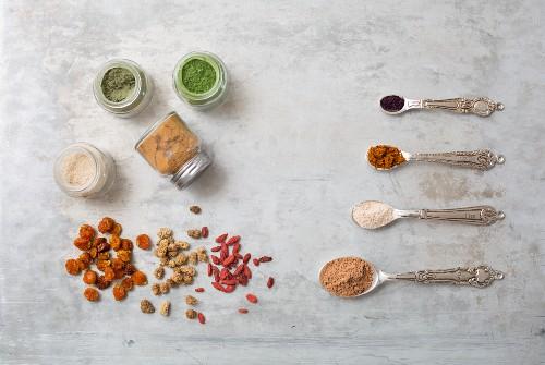 Superfood in Pulverform und getrocknet